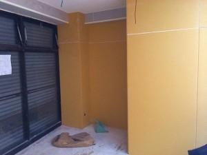 スタジオの壁の施工