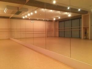 ダンススタジオの鏡の施工